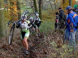 Alle Jahre wieder: Kampf um die Bezirksmeistertitel im Radcross am Hangelstein. Archivfoto: Stapel